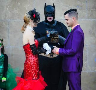 Ossessionati dai fumetti, si sposano vestiti da supereroi (FOTO)