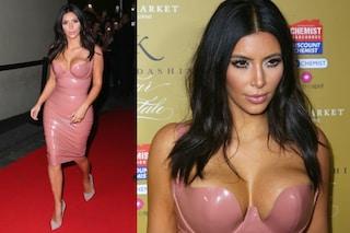 Dopo il nudo integrale, Kim Kardashian si veste di latex (FOTO)