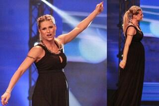 Michelle Hunziker con il pancione: look premaman da Gran Sera a Zelig (FOTO