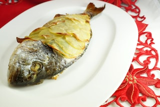Orata in crosta di patate: ricetta