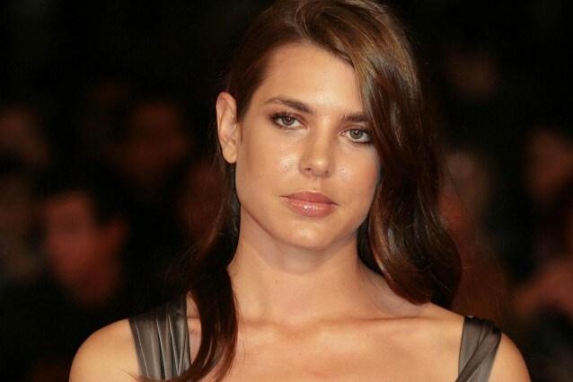 E' scandalo a Monaco dove la bellissima Charlotte Casiraghi, figlia della reale Carolina, ha deciso di lasciare il fidanzato storico Alex Dellal
