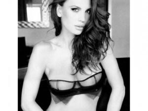 Claudia Galanti condivide scatti super hot con i propri followers