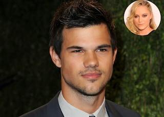 Taylor Lautner non corteggia la Stewart, con lui c'è Maika Monroe