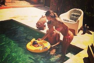 Belén e Stefano, vacanze da genitori con Santiago a Formentera
