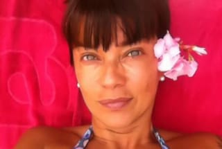 """Ana Laura Ribas burrosa al mare a 45 anni: """"Sono una wonder-gnocca"""""""