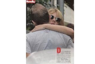 Alessia Marcuzzi abbraccia un uomo misterioso, Facchinetti si consola con Ventura