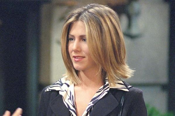 Jennifer Aniston con i capelli corti nel 2001