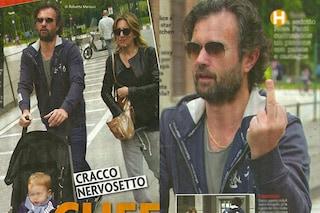 Carlo Cracco nervoso, mostra il dito medio al paparazzo (FOTO)