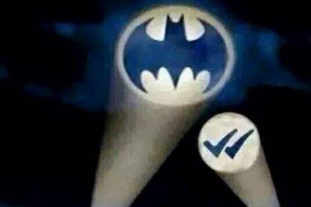 Ecco le reazioni del web alla doppia spunta blu di Whatsapp: un'ondata virale e creativa incredibile.