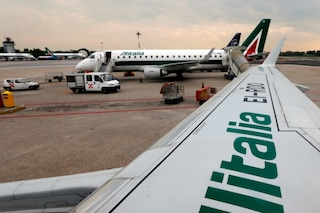 Sciopero del trasporto aereo: 50 voli cancellati negli aeroporti lombardi, disagi maggiori a Linate