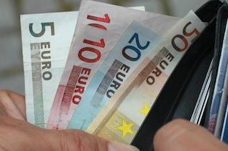 Trova portafogli con 400 euro in piazza Duomo e lo consegna ai vigili: il bel gesto di un pensionato