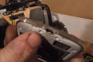 """Un Galaxy S4 va a fuoco. Samsung: """"sarai risarcito se cancellerai il video da YouTube"""" [VIDEO]"""