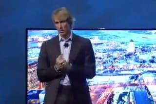 CES 2014, Michael Bay si blocca sul palco della conferenza Samsung e fugge imbarazzato [VIDEO]