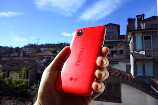 Nexus 5 rosso, unboxing primo hands-on [VIDEO]