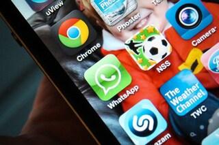 WhatsApp crea dipendenza: un utente su tre lo usa 12 volte l'ora