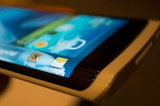 Samsung a lavoro sul primo smartphone con display avvolgente