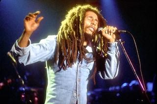 A 40 anni dalla sua morte, Bob Marley rivive nei brani di Bad Bunny, Migos e Public Enemy