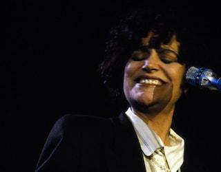 """Il significato di """"Almeno tu nell'Universo"""" canzone che Mia Martini cantò a Sanremo 30 anni fa"""