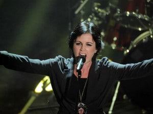 Il ritorno della rock band irlandese in Italia con una breve ma intensa esibizione alla serata finale del Festival di Sanremo 2012. Energici come sempre, regalano minuti di forti emozioni alla kermesse.