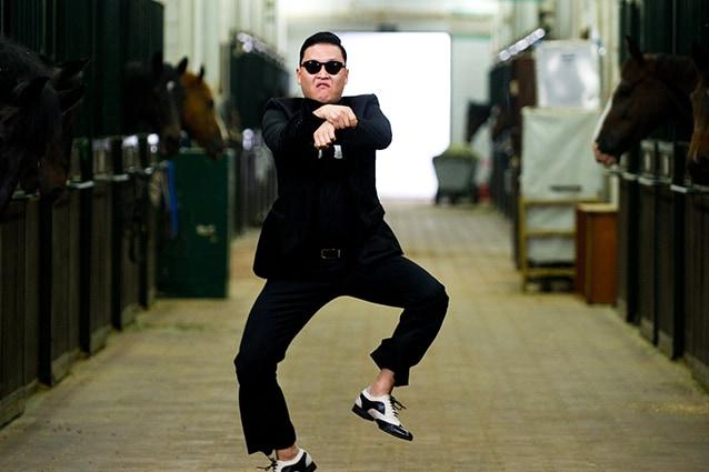 """Ennesima leggenda urbana che circola in rete, Nostradamus avrebbe previsto il grande successo di Psy e del Gangnam Style come """"un grande cavallo danzante sulla terra prima della fine del mondo""""."""
