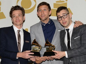 """I Grammy Awards 2013 nel segno della musica indipendente: i Black Keys fanno incetta di premi, i Mumford & Sons sono il """"Disco dell'anno"""" mentre """"We are young"""" dei Fun. è la """"Canzone dell'anno"""". Sono i frutti degli investimenti delle major in un particolare segmento del mercato, condizionato fortemente da iTunes."""