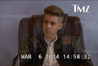L'arroganza di Justin Bieber nei video della sua deposizione (GUARDA)
