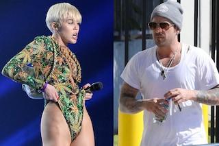 """""""Miley Cyrus in hotel con Bieber padre"""", negli Usa scoppia il caso"""