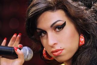 Amy Winehouse a 10 anni dalla sua morte, il successo di Back to Black e le ultime ore a Candem