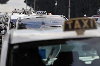 Turista dimentica 2.500 euro sul taxi: glieli restituiscono i vigili urbani
