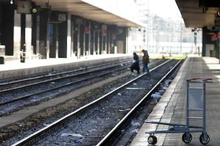 Cilento, tenta di buttarsi sui binari del treno: salvato dagli altri passeggeri