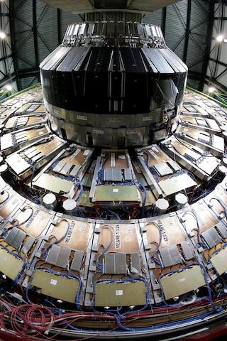 Da LHC primi indizi per svelare il mistero della scomparsa dell'antimateria