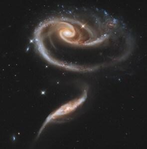 Nel 2011 la NASA pubblicò quest'immagine dell'Hubble Space Telescope che mostrava la collisione in corso tra due galassie a spirale. Sarà lo stesso destino di Andromeda e della Via Lattea.
