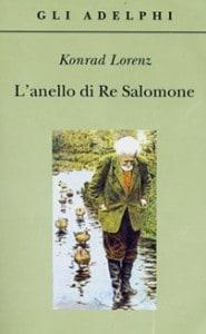 """Konrad Lorenz nella celebre immagine di copertina del suo """"L'anello di Re Salomone""""."""