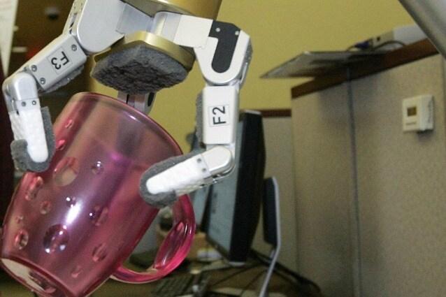 un braccio robotico che si muove con il pensiero