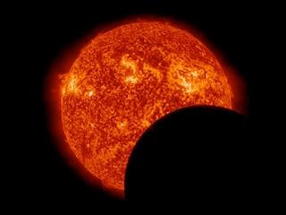 Eclissi solare, l'allarme degli esperti: attenzione alla vista