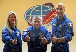 La crew della missione: a sinistra Karen Nyberg, al centro Fyodor Yurchikhin e a destra Parmitano.