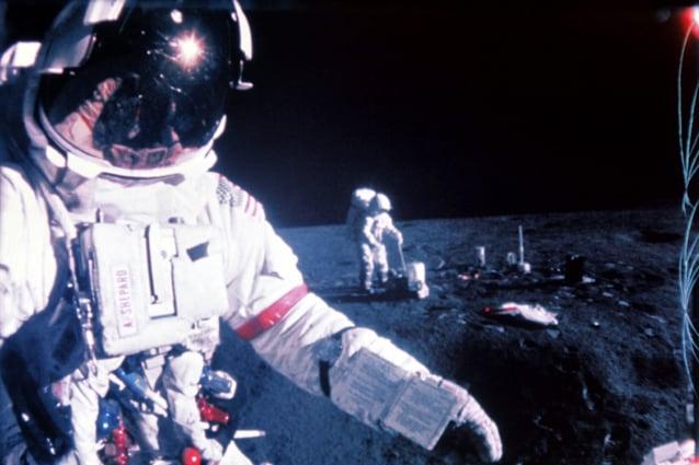 Febbraio 1971, Apollo 14 sulla Luna. Mitchell sullo sfondo, in primo piano Alan Shepard