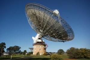 Il radiotelescopio Parkes in Australia, impiegato per la ricerca dei lampi radio.