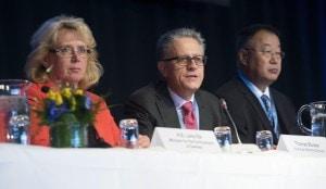 Riunione dell'IPCC a Stoccolma in corso in questi giorni. A sinistra, Lena Ek, ministro dell'ambiente svedese; al centro il professor Thomas Stocker, climatologo dell'IPCC; a destra il professor Dahe Quin.