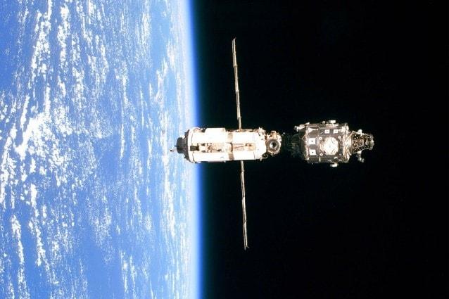 Immagine della ISS del 1999