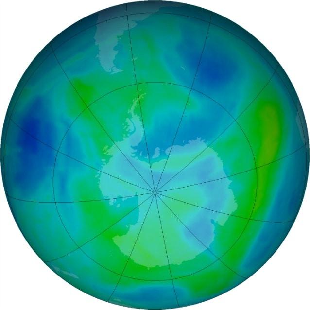 7 marzo 2014, panoramica sopra l'Antartide: i verdi e i gialli designano le aree con maggiore concentrazione di ozono, i blu e i viola quelle con concentrazione più bassa (NASA Ozone Watch)