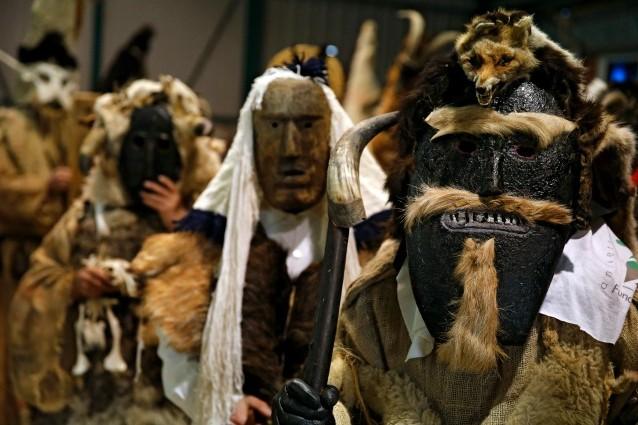 Maschere del carnevale di Velilla de la Reina, nella Spagna settentrionale
