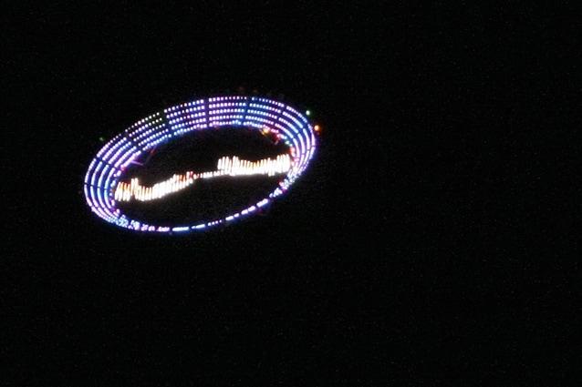 """Un """"Ufo"""" fatto dall'artista Peter Coffin"""