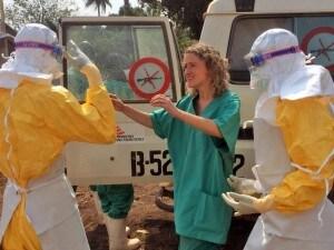 Ebola in Guinea, il personale di Medici senza frontiere al lavoro.
