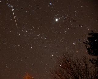 Stelle cadenti, Saturno e una Cometa: i protagonisti dei cieli di maggio