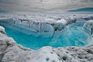 Incendi incontrollabili e scioglimento dei ghiacciai accelerato: Groenlandia sotto doppio attacco