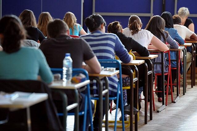 L'ansia da esame può interessare tanto maturandi quanto studenti universitari.