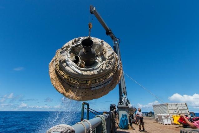 """Il """"ripescaggio"""" del disco volante (Image Credit: NASA/JPL–Caltech)"""