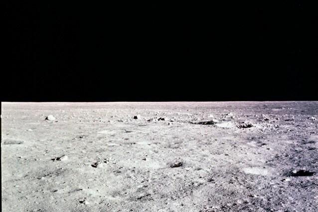 Il Mare Tranquillitatis, sul lato della Luna visibile dalla Terra