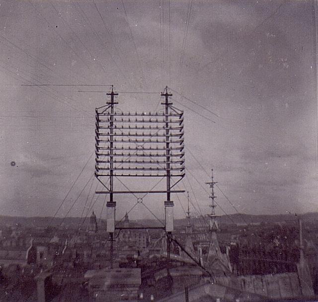 Dozzine di cavi telefonici a Stoccolma tra il 1890 e il 1900.